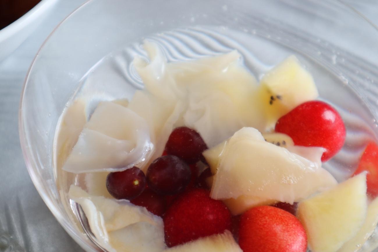 白きくらげとフルーツのスープ仕立て