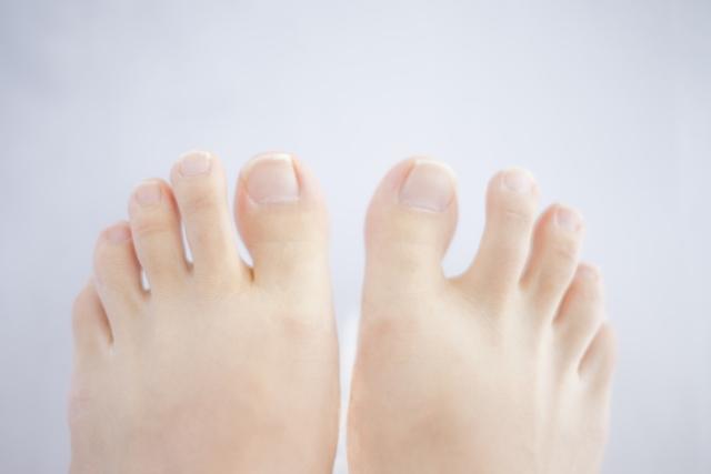 足 の 親指 の 付け根 の 痛み
