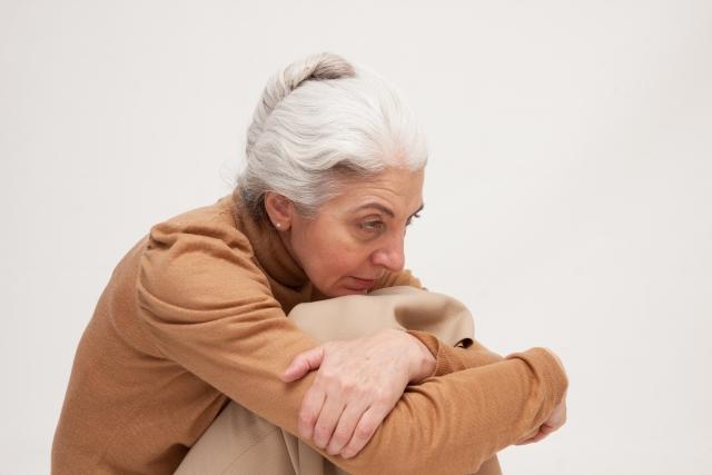 老人性うつって?原因や症状、治療法などについて詳しく解説!