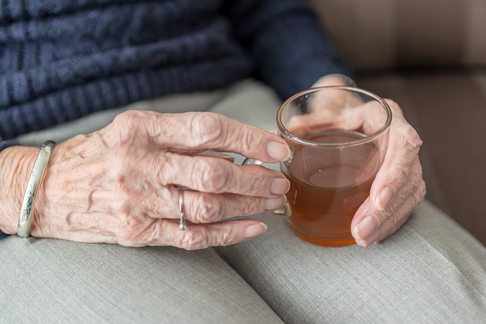 急に食べられなくなった高齢者の原因と対策方法とは