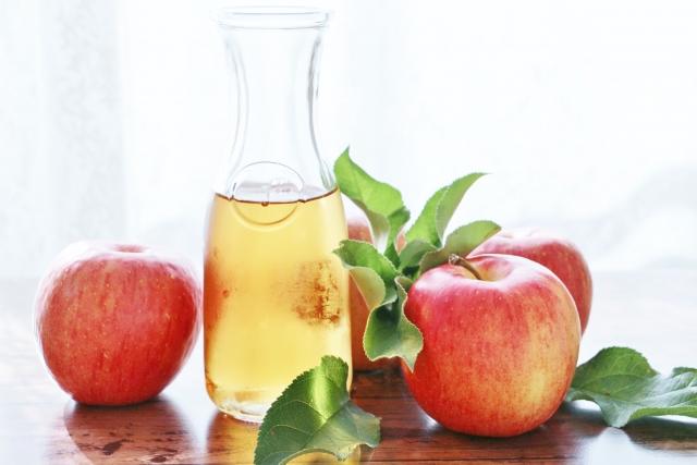 リンゴ酢の効能や飲み方、血糖値が上がりにくい食事の摂り方とは?
