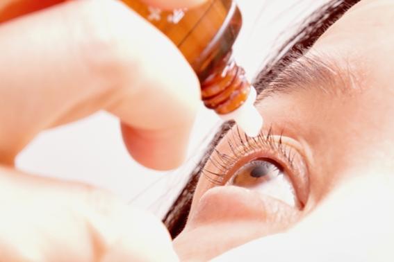 目薬の正しい点眼方法とは?ドライアイの原因や治療法