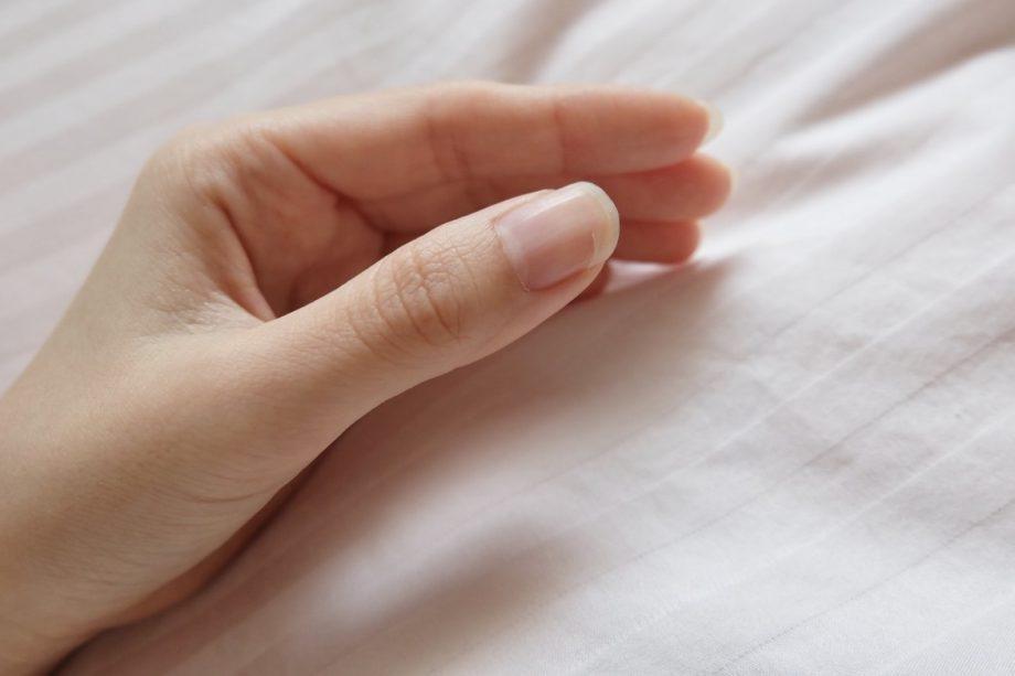 爪の状態で健康状態がわかる?|横線が入っていたら栄養不足かも